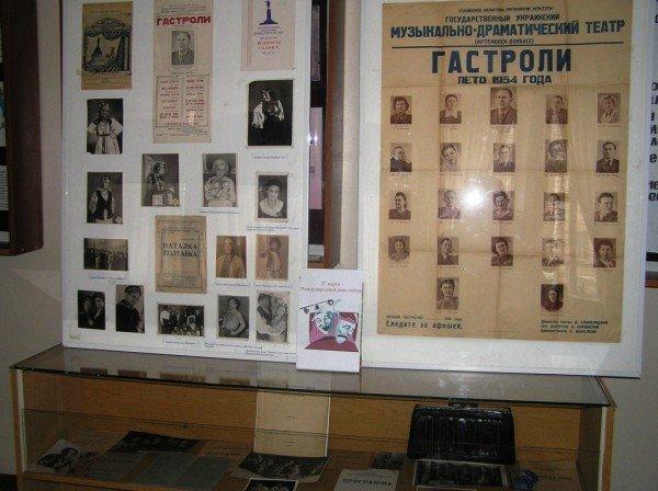 В музее представили уникальную афишу Артемовского театра, фото-1