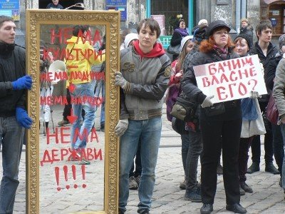 Міжнародний день театру у Львові відзначили «дзеркальним» протестом, фото-1