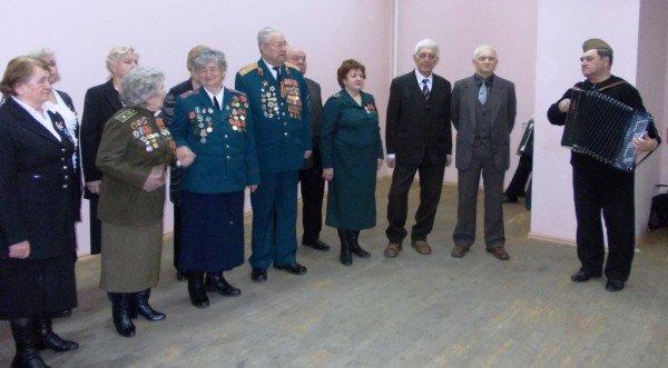 Ветераны выпили боевые сто грамм с мэром Артемовска, фото-1