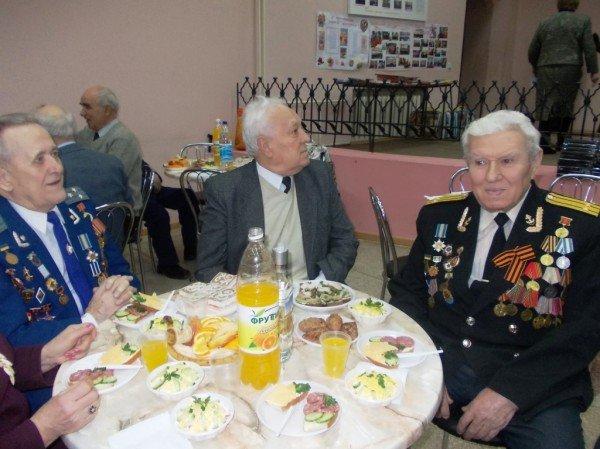 Ветераны выпили боевые сто грамм с мэром Артемовска, фото-2