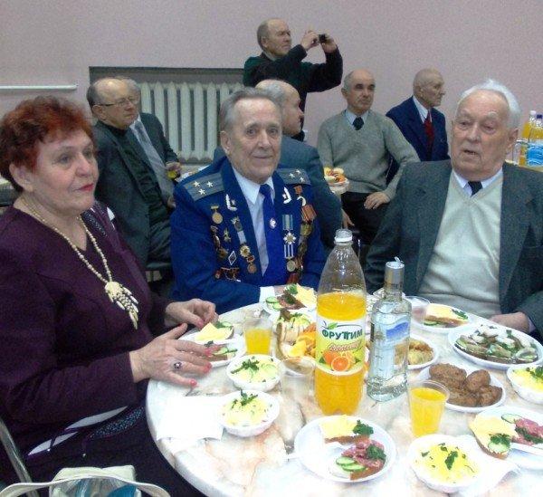 Ветераны выпили боевые сто грамм с мэром Артемовска, фото-4