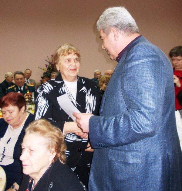 Ветераны выпили боевые сто грамм с мэром Артемовска, фото-8