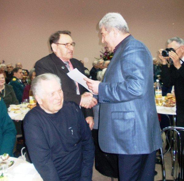 Ветераны выпили боевые сто грамм с мэром Артемовска, фото-9