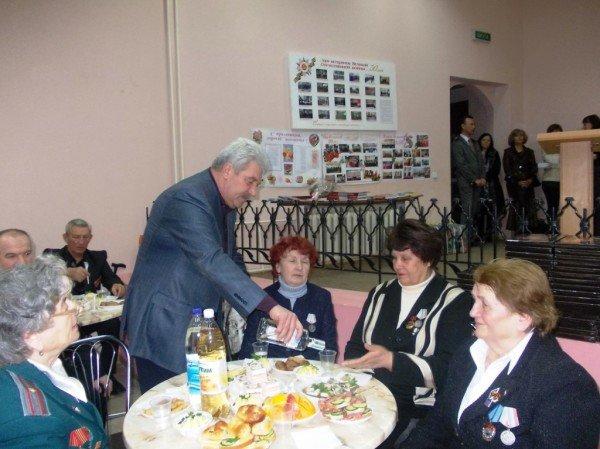 Ветераны выпили боевые сто грамм с мэром Артемовска, фото-10