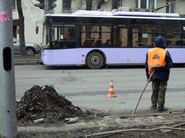 В Донецке предпринимают «героические» усилия по очистке ливневых стоков (фото), фото-1
