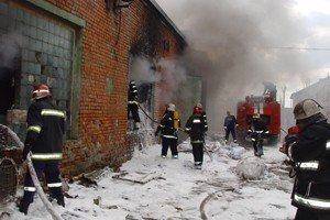 У Львові горіла фабрика по переробці вторсировини, фото-2