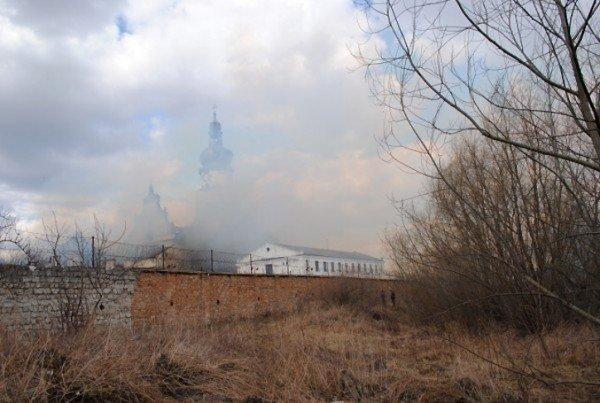 На Львівщині горить колонія, фото-2