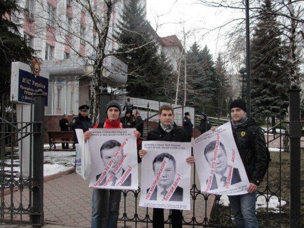 В Донецке обнародование общеизвестных фактов биографии Януковича приравняли к мелкому хулиганству (фото), фото-2
