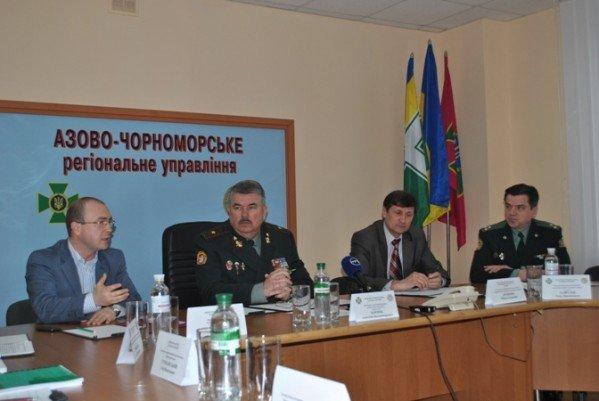 На период «Евро-2012» крымским пограничникам раздадут словари-разговорники, фото-1