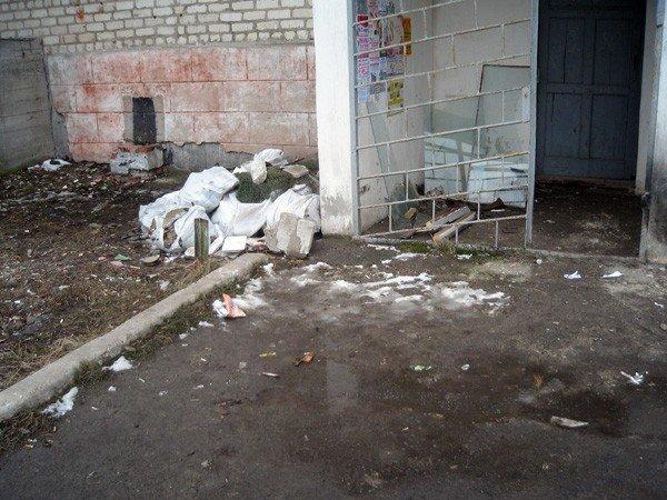 Где год назад был асфальт – сейчас катакомбы, - горловчане продолжают пополнять рубрику «Поможем власти», фото-1