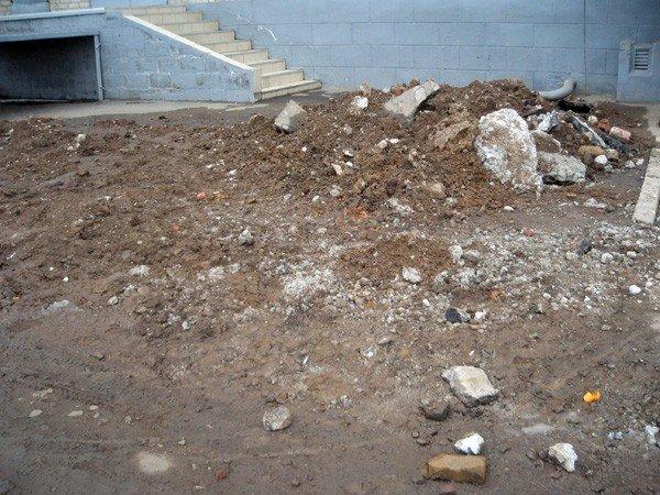 Где год назад был асфальт – сейчас катакомбы, - горловчане продолжают пополнять рубрику «Поможем власти», фото-6