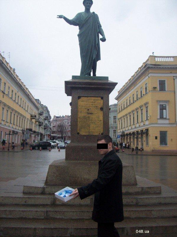 В Одессе сегодня раздали презервативы с изображением Януковича (фото), фото-3