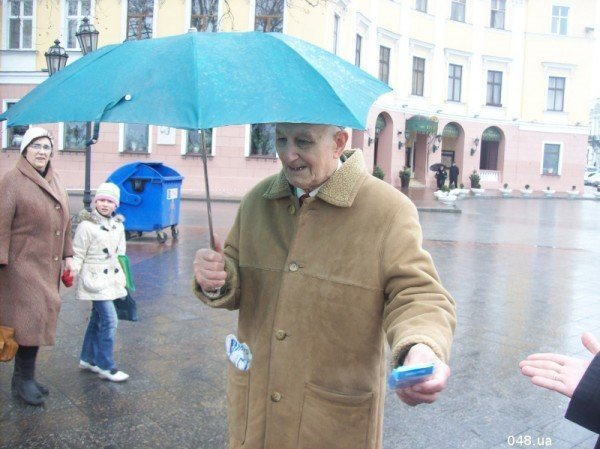 В Одессе сегодня раздали презервативы с изображением Януковича (фото), фото-4