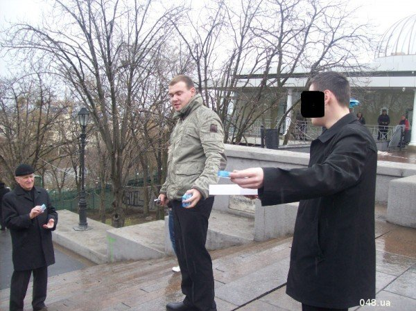 В Одессе сегодня раздали презервативы с изображением Януковича (фото), фото-1