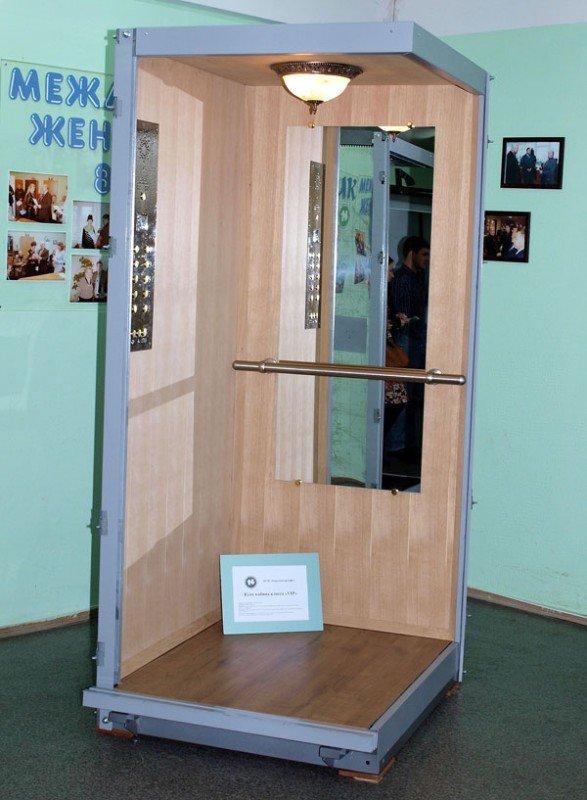 Конструкторы КП «Харьковгорлифт» изобрели лифт с люстрой (ФОТО), фото-1