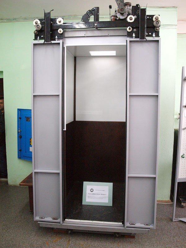 Конструкторы КП «Харьковгорлифт» изобрели лифт с люстрой (ФОТО), фото-2