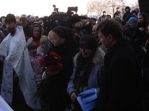 На похороны Оксаны Макар пришли сотни людей (фото), фото-1