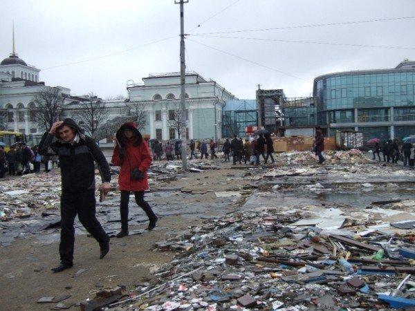С Привокзальной площади в Донецке снесли торговые павильоны (фото), фото-3