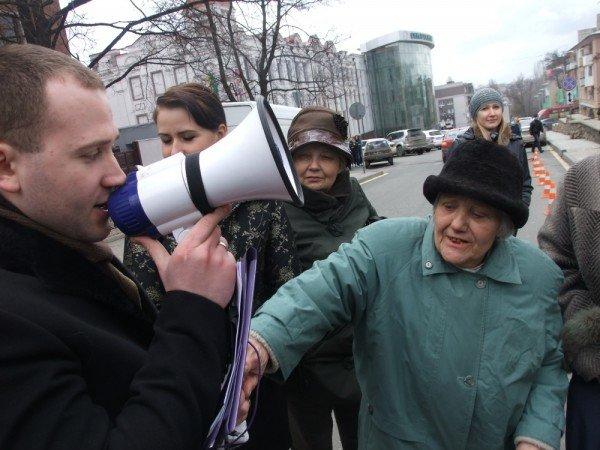 В Донецке на митинге избили инвалида (фото), фото-1