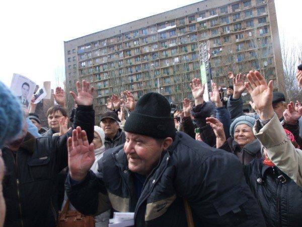 В Донецке на митинге избили инвалида (фото), фото-3