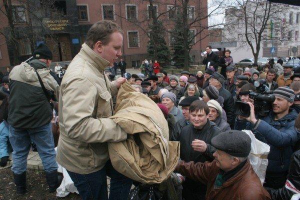 В Донецке на митинге избили инвалида (фото), фото-6