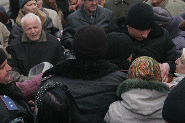 В Донецке на митинге избили инвалида (фото), фото-7