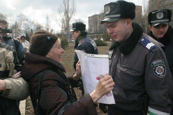 В Донецке на митинге избили инвалида (фото), фото-8