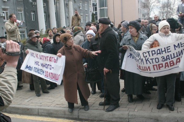 В Донецке на митинге избили инвалида (фото), фото-10