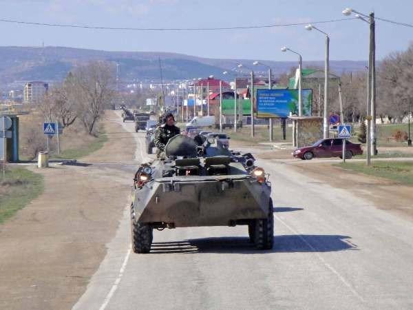 Крымские военные катают призывников на БТРах (фото), фото-1