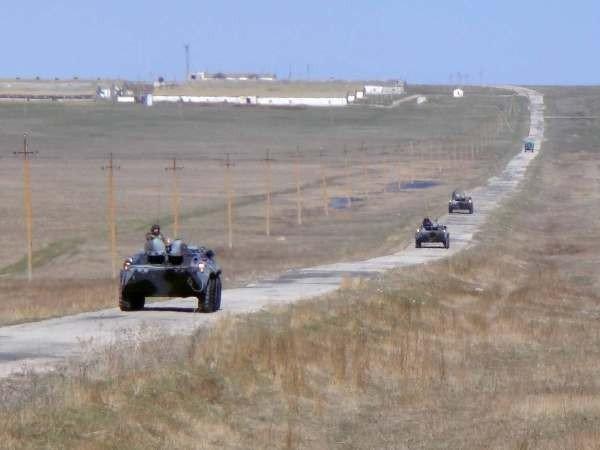Крымские военные катают призывников на БТРах (фото), фото-2