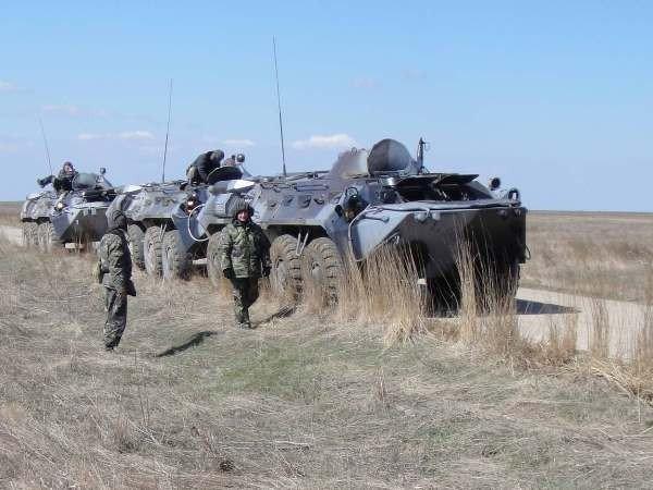Крымские военные катают призывников на БТРах (фото), фото-3