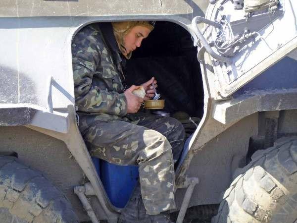 Крымские военные катают призывников на БТРах (фото), фото-4