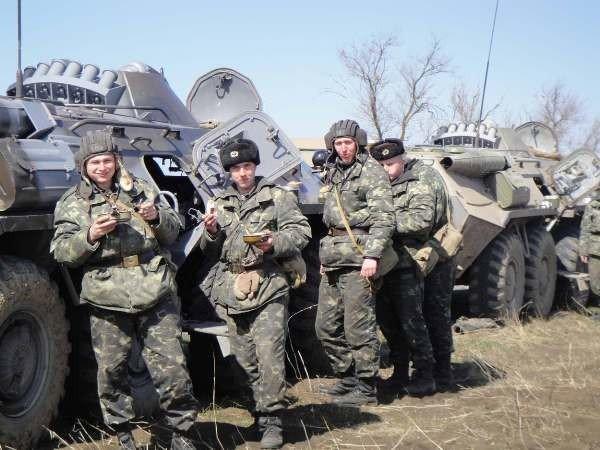 Крымские военные катают призывников на БТРах (фото), фото-5
