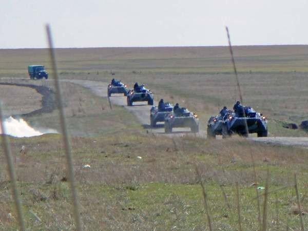 Крымские военные катают призывников на БТРах (фото), фото-6