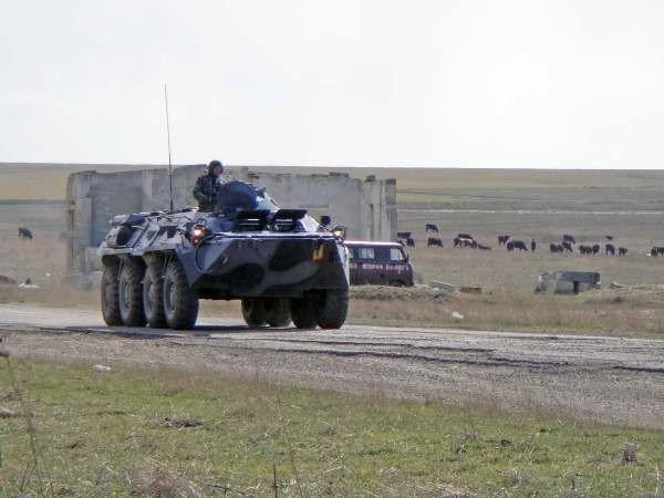 Крымские военные катают призывников на БТРах (фото), фото-7