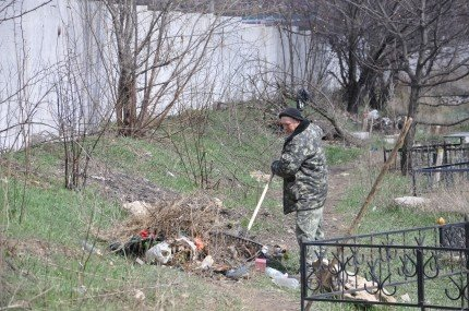 Перед Пасхой власти Симферополя вспомнили о кладбищах (фото), фото-1