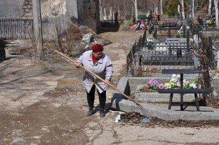 Перед Пасхой власти Симферополя вспомнили о кладбищах (фото), фото-5
