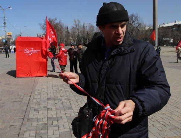 В Донецке коммунисты «освободили» от НАТО площадь Ленина (фото), фото-5