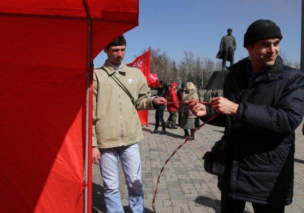 В Донецке коммунисты «освободили» от НАТО площадь Ленина (фото), фото-7