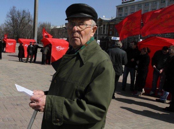 В Донецке коммунисты «освободили» от НАТО площадь Ленина (фото), фото-3