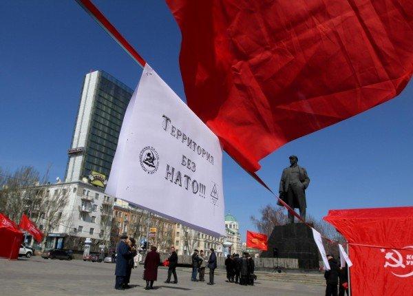 В Донецке коммунисты «освободили» от НАТО площадь Ленина (фото), фото-2