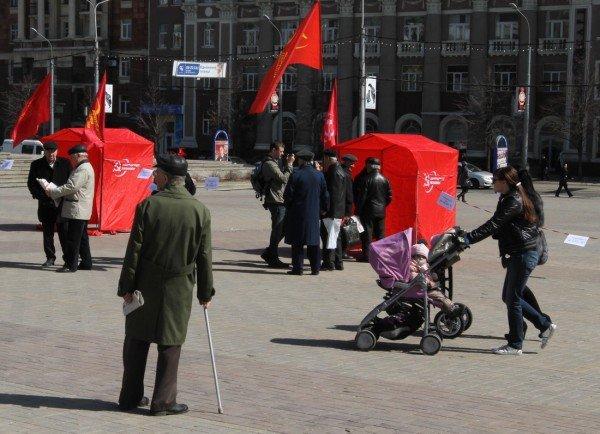 В Донецке коммунисты «освободили» от НАТО площадь Ленина (фото), фото-1