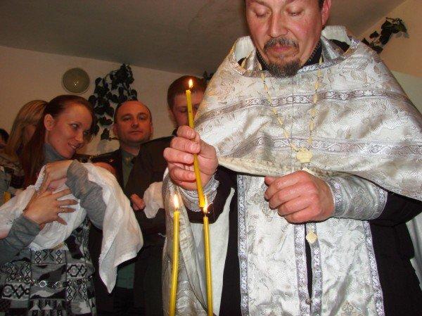 Начало жизни – в изоляции. В Артемовском СИЗО за решеткой крестили двойню (ВИДЕО), фото-5