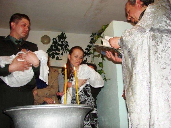 Начало жизни – в изоляции. В Артемовском СИЗО за решеткой крестили двойню (ВИДЕО), фото-10