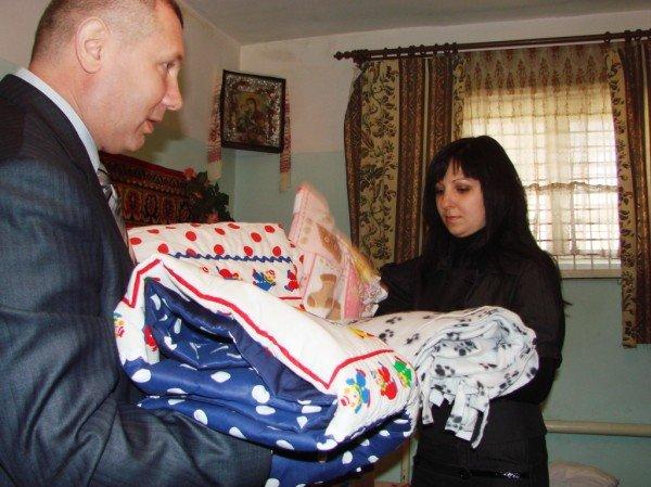 Начало жизни – в изоляции. В Артемовском СИЗО за решеткой крестили двойню (ВИДЕО), фото-12