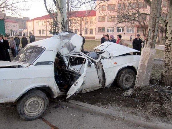 В Донецкой области «Волга» сложилась «в смятку» после столкновения с электроопорой — погиб водитель (фото), фото-2