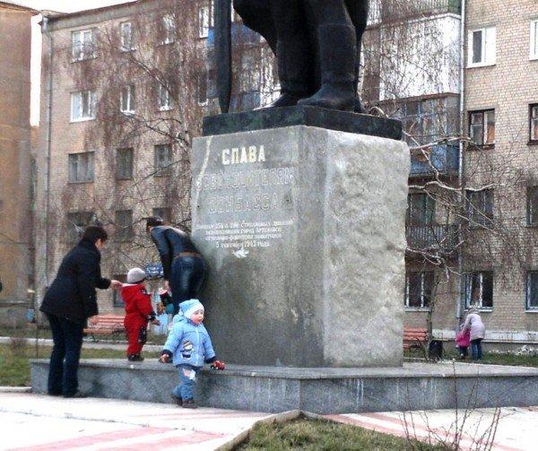 Почему артемовцы не уважают памятник освободителям Донбасса?, фото-2