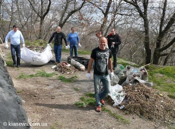 Ялтинские депутаты вышли на субботник в пятницу, фото-11