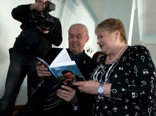 В Донецке прошел творческий вечер писателя,  написавшего о богоугодности и богооткровенности Виктора Януковича, фото-3