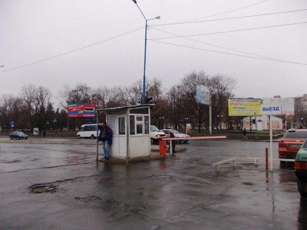 Артемовские водители продолжают платить за парковку возле «Астрона» наличкой, фото-3